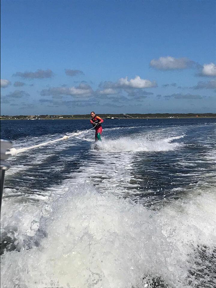 ZAmpone goes waterskiing!