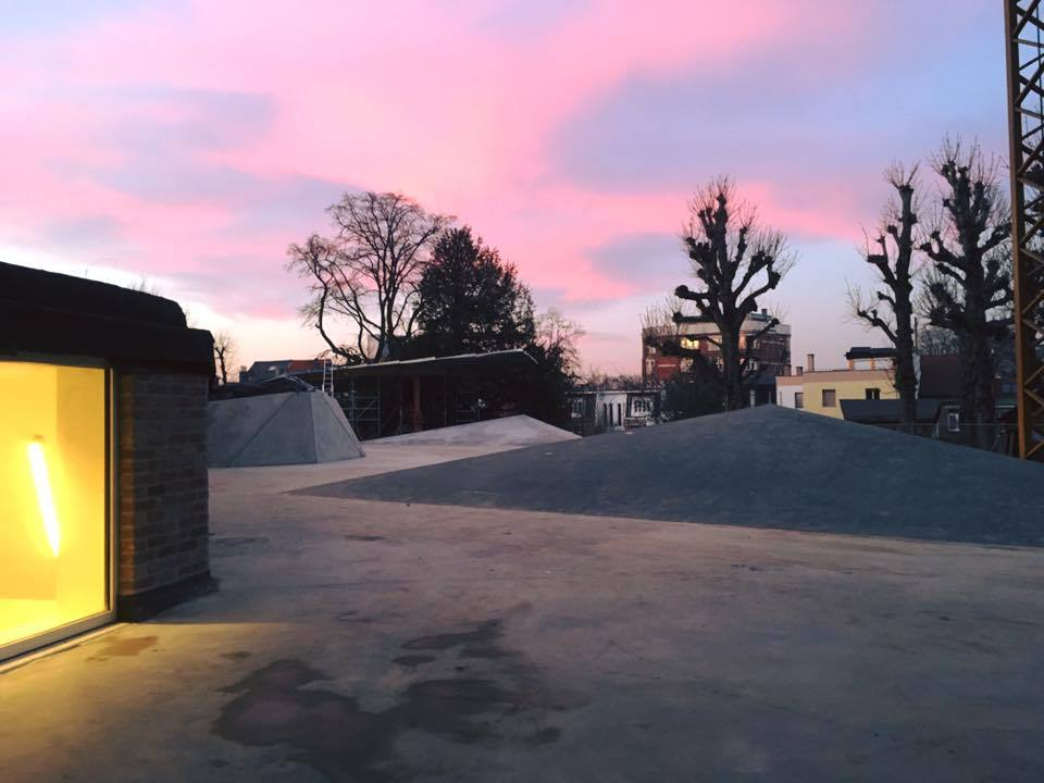 Het dak van Robbedoes bij het ochtendgloren